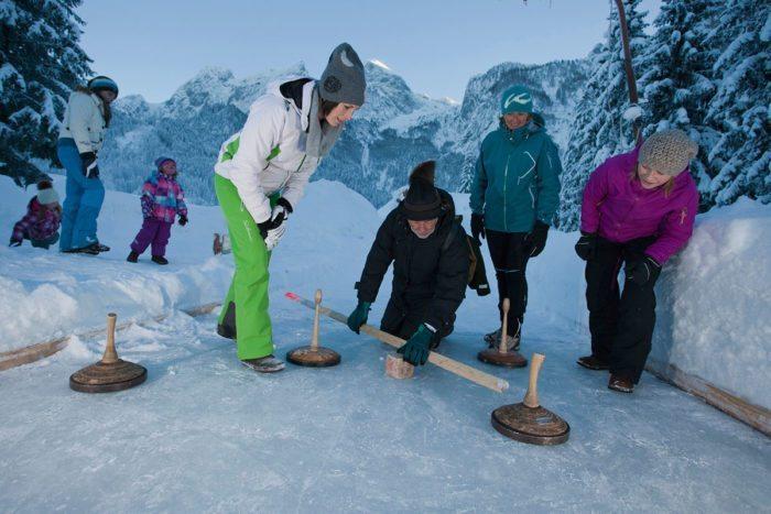 Eisstockschießen - Winterurlaub in Abtenau, Lammertal
